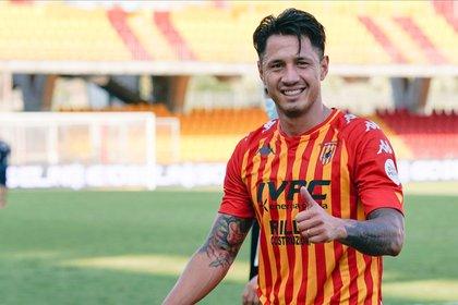 Gianluca Lapadula actualmente juega en el Benevento de la Serie A (EFE)