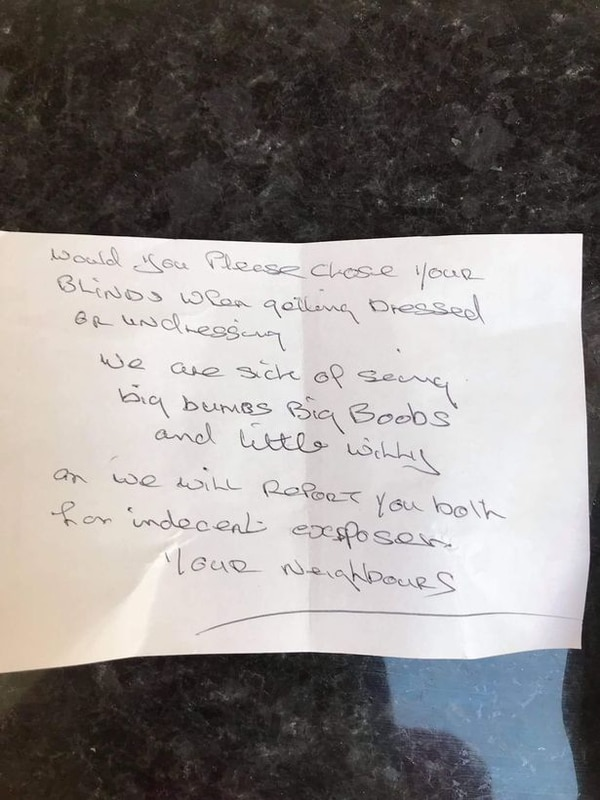 """La carta anónima que Karin y Jay Stone recibieron de parte de sus """"vecinos"""""""
