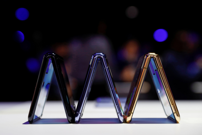Es el primer móvil en contar con una pantalla de vidrio plegable (REUTERS/Stephen Lam)