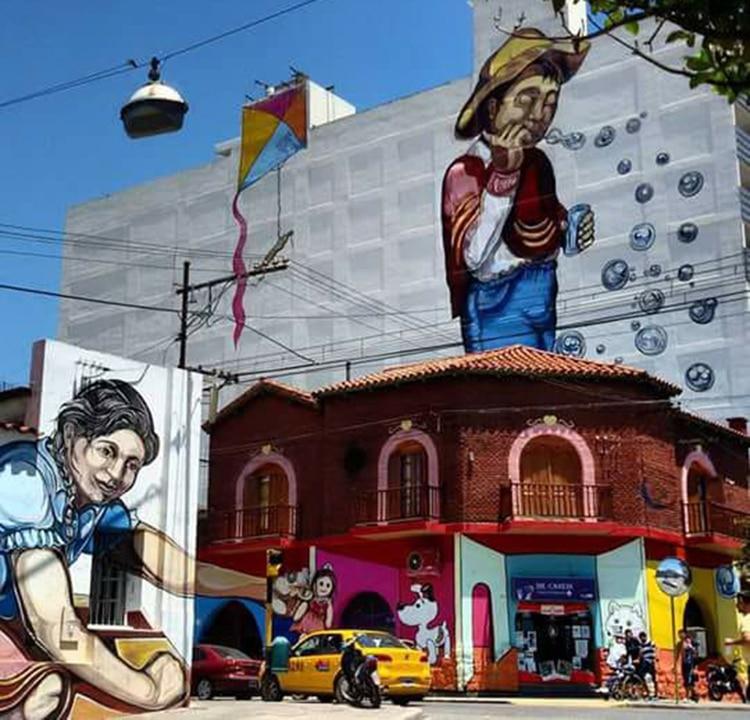 """""""La juguetería"""" (2016). Esta obra fue desarrollada en cuatro edificios y se la puede ver completa en San Salvador de Jujuy"""
