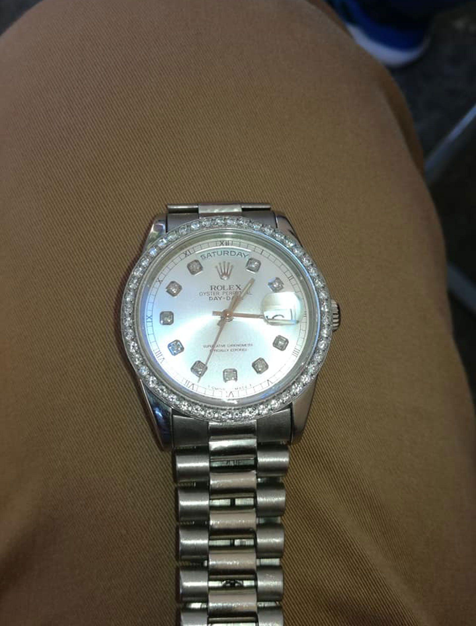 """Otro de los relojes de alta gama que """"La banda del Tío Relojero"""" había robado a turistas y ofrecía en las redes sociales"""