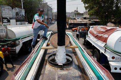 22-Abril-2021: En Iztapalapa han establecido carpas en cada colonia de la alcaldía para que los vecinos soliciten agua con tiempo de anticipación.  REUTERS/Carlos Jasso     TPX IMAGES OF THE DAY