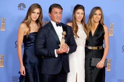 Junto a sus hijas