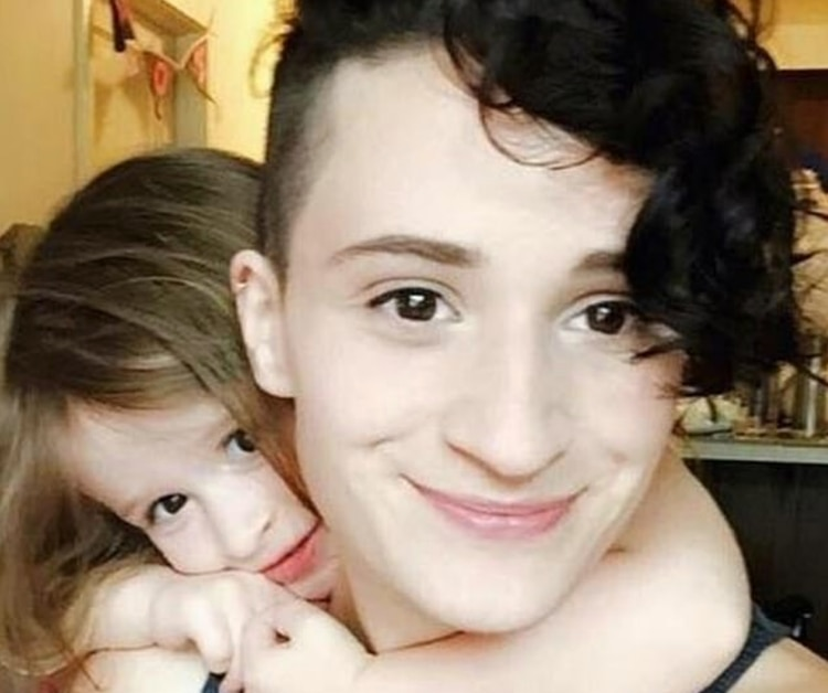 El resultado inesperado del ADN reveló que una posible familiar de ellas era probablemente la abuela paterna de Zoe(Danielle Teuscher)