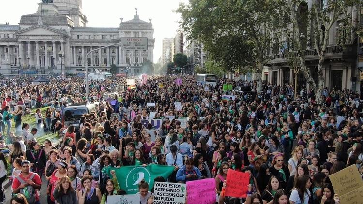 Una imagen de la multitudinaria marcha por el Día de la Mujer (Foto: Thomas Khazki)