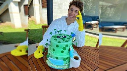 Fue criticado en marzo pasado por celebrar su cumpleaños 24 con un pastel de coronavirus y trajes especiales para frenar los contagios.