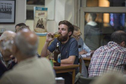 El bar también sirve aperitivos acompañados por triolet