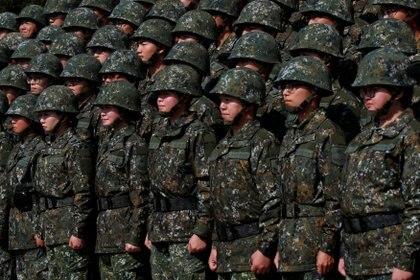 Soldados del 6º Comando del Ejército de Taiwán en Taoyuan el 25 de enero de 2019. REUTERS/Tyrone Siu