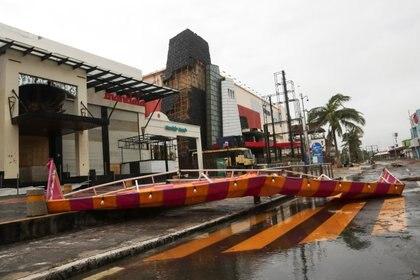 Daños en un centro comercial de Cancún (Foto: REUTERS/Henry Romero)