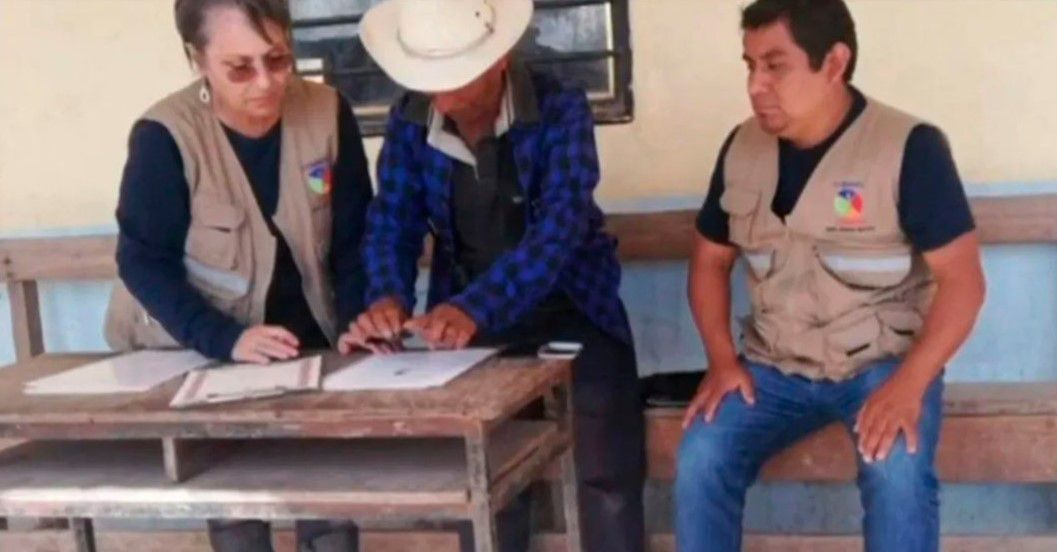 Firma del convenio para prohibir la venta de niñas y adolescentes por 200 años en Juquila, Metlatónoc, Guerrero. (Foto: Captura de pantalla)