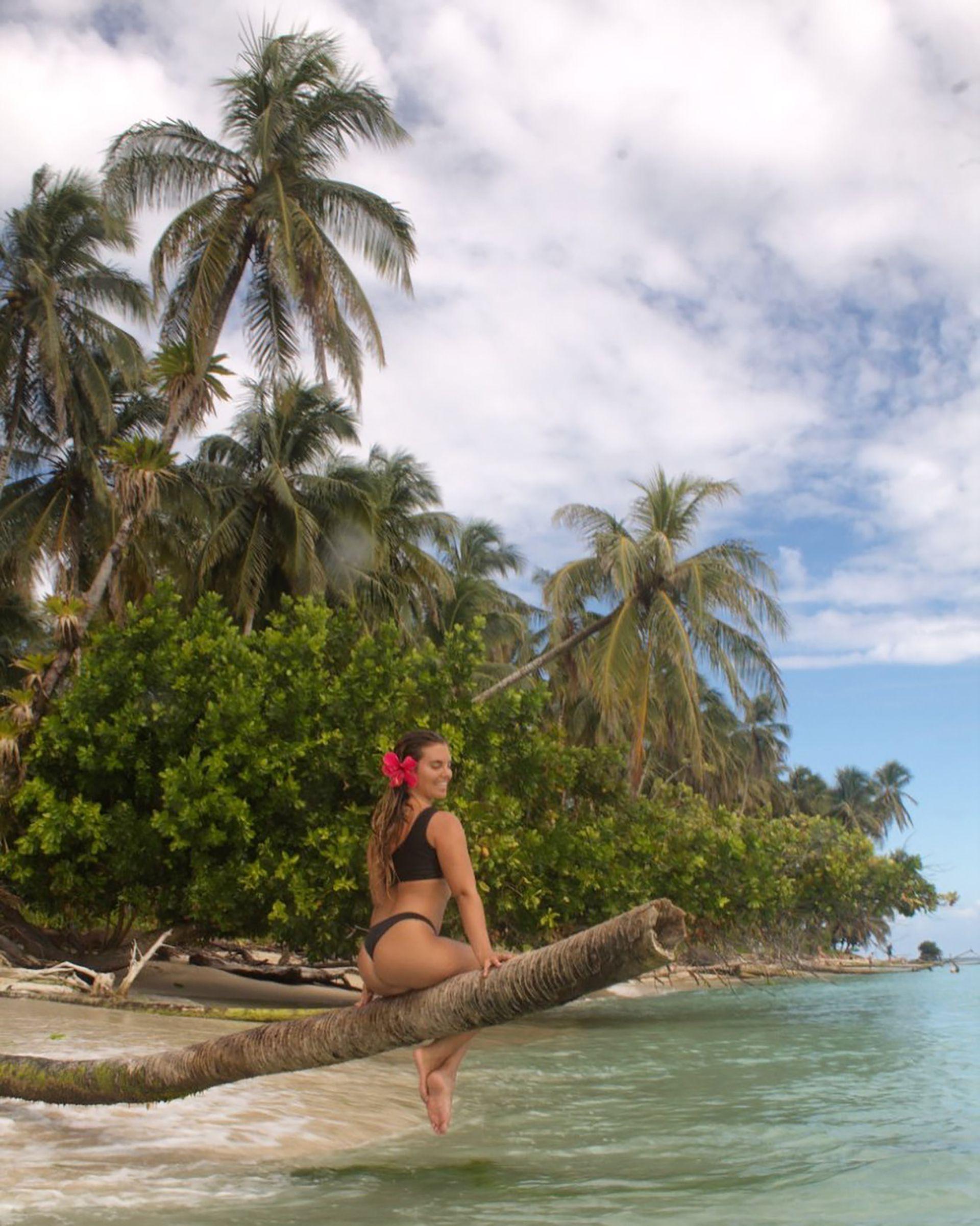 Hoy, el mundo de Martina cambió y vive descalza y en traje de baño. Su hogar está en Bocas del Toro, en el Caribe de Panamá