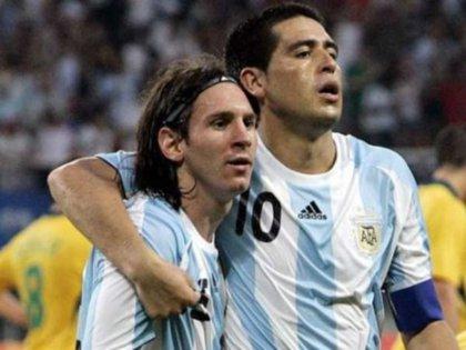 Riquelme le tiene un aprecio especial a Messi pero es respetuoso respecto a las decisiones sobre su futuro