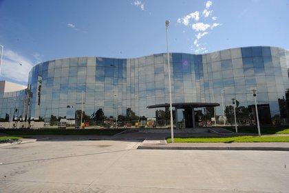 Es la planta de Sinergium Biotech en la Argentina, una compañía biofarmacéutica argentina especializada en la investigación, el desarrollo, la producción y la comercialización de vacunas y productos biofarmacéuticos de alta complejidad