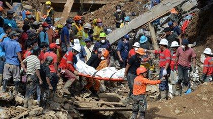 Los rescates se mantienen desde el domingo, en Filipinas