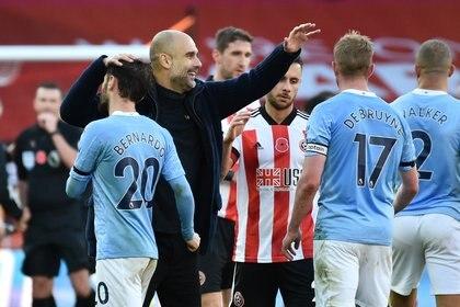 Pep Guardiola celebra la victoria del Manchester City ante Sheffield United (REUTERS)