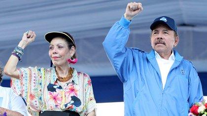 La familia de Daniel Ortega y Rosario Murillo maneja el monopolio de los combustibles en Nicaragua, según los especialistas. (Foto 19 Digital)