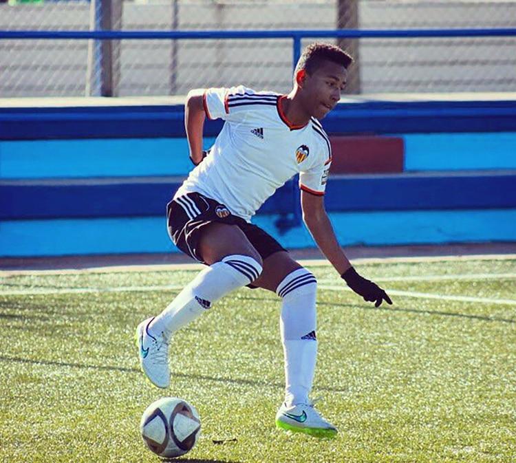 Jairo Quinteros Sierra juega en las divisiones inferiores del Valencia (@jairoquinterossierra)
