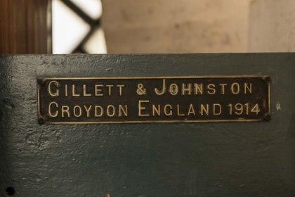 La firma de la prestigiosa empresa que creó el reloj de la llamada Torre de los Ingleses