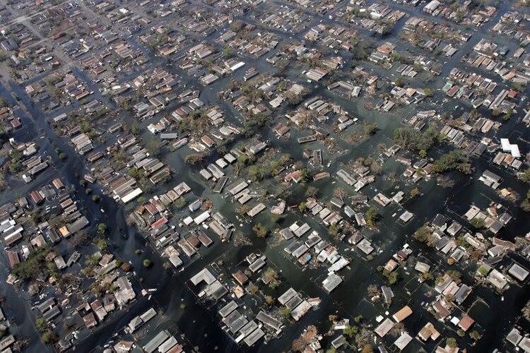 Muestra aérea de cómo quedaron las viviendas en Nueva Orleans después del paso del huracán Katrina. Actualmente, la ciudad espera que Barry, el primer huracán de la temporada, toque tierra y el fantasma del 2005 se mantiene presente en gran parte de la población. (Foto: David J. Phillip/AP)