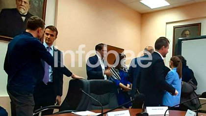 Los funcionarios argentinos en la visita al Instituto Gamaleya (Infobae)