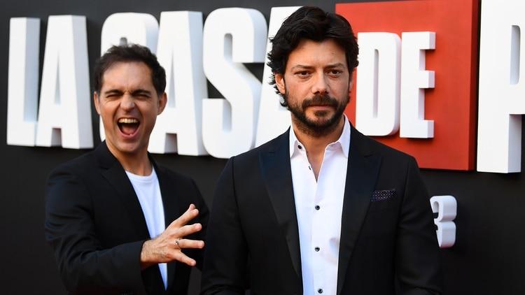 Alvaro Morte y Pedro Alonso