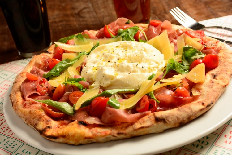 "La pizza ""Cincinnati"" con burrata"