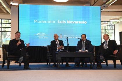Luis Novaresio, Ricardo Gil Lavedra, León Arslanian y Jorge Valerga Aráoz