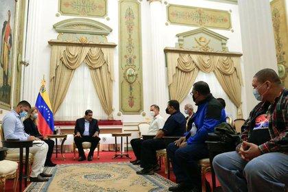 Los dirigentes del Partido Revolucionario Democrático de Panamá durante la reunión con Maduro el pasado 8 de diciembre (Twitter Nicolás Maduro)