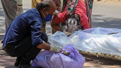 India superó los 250.000 muertos por covid-19 en medio de la inquietud por la variante detectada en el país