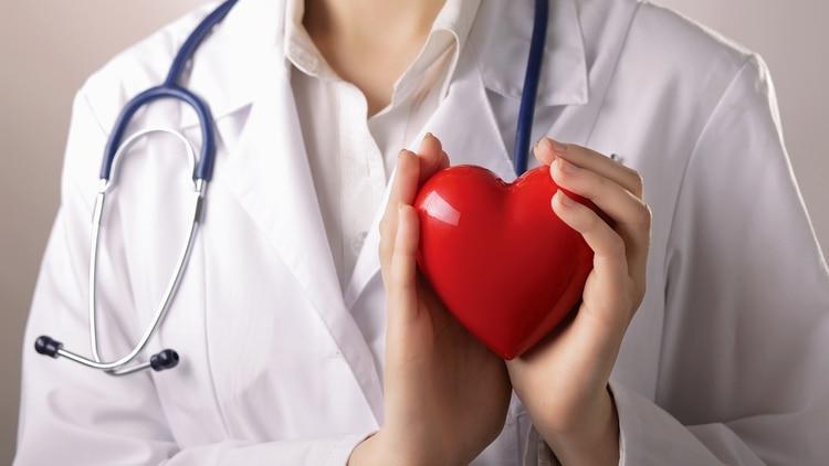 En los momentos de estrés, el corazón se acelera y aumenta la presión arterial (Shuttersock)
