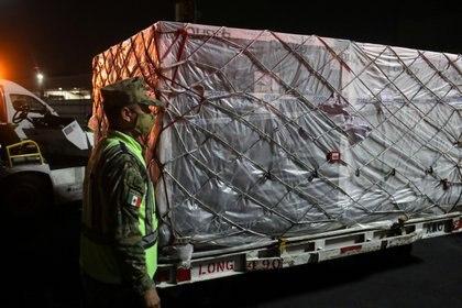 Covax en México: más de un millón de dosis de la vacuna AstraZeneca arribaron a CDMX REUTERS/Henny Romero