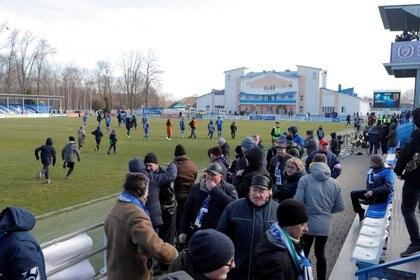El City Stadium con los hinchas que presenciaron el partido del Slavia ante Slutsk. Foto: REUTERS/Vasily Fedosenko