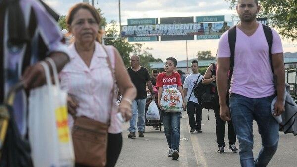 Venezolanos en el paso fronterizo con Colombia (Mario Tama/Getty Images)