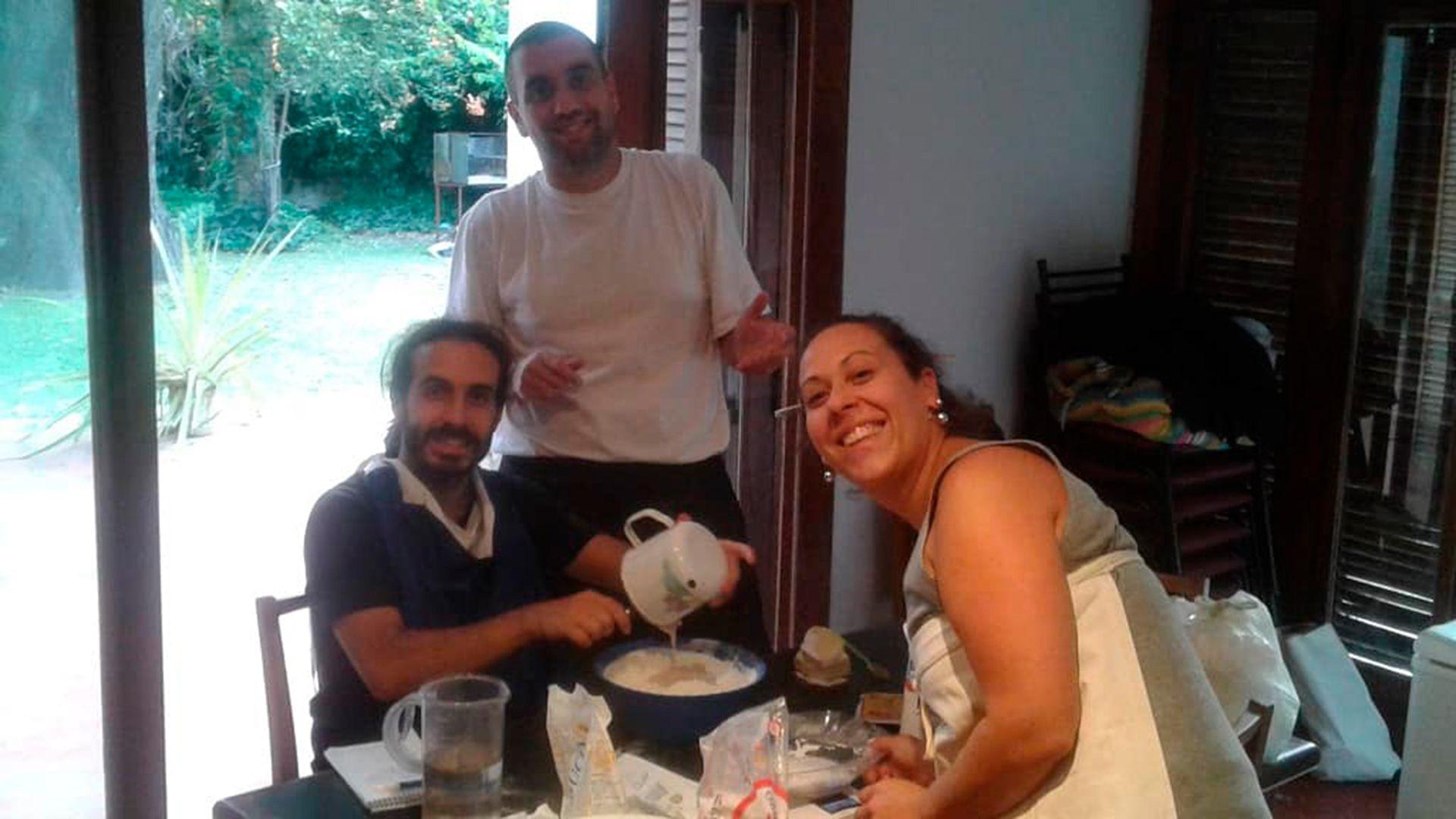 Cecilia y Juan Pablo vivieron muchos años en la monogamia hasta que decidieron abrir su relación. Dan charlas, talleres y crearon la web relacionesabiertas.org.