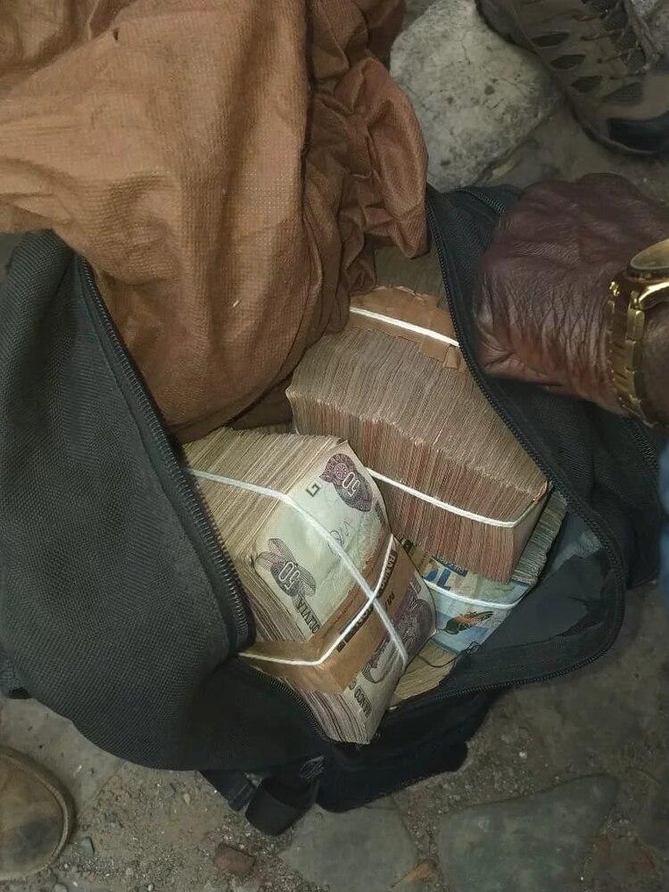 Uno de los detenidos cargaba una mochila con billetes bolivianos por el equivalente a 13 mil dólares