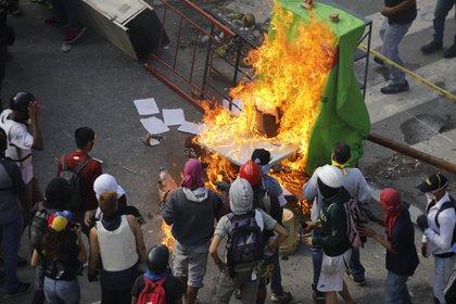 17 personas murieron a causa de la represión del domingo (Reuters)