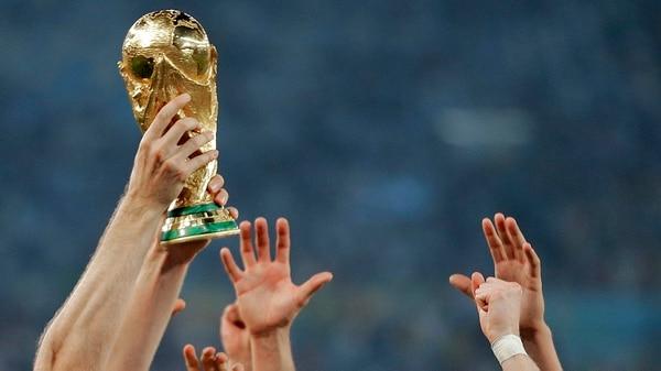 (AP) El ganador levantará el trofeo