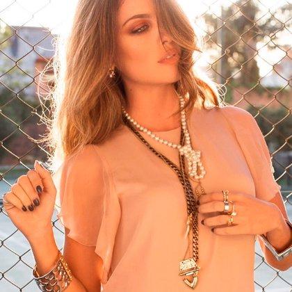 Perlas, cadenas y toques metálicos