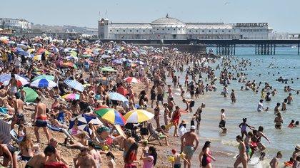 Imagen tomada el 7 de agosto en una playa de Brighton, Inglaterra (Photo by Glyn KIRK / AFP)