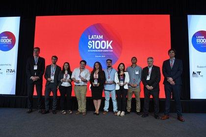 Todos los ganadores de las 3 categorías del 100K LATAM en 2019 durante la final celebrada en Buenos Aires (Maximiliano Luna)