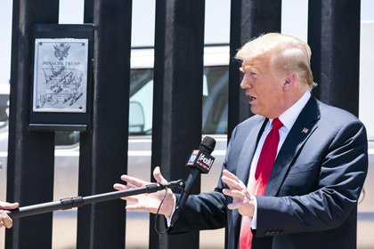 El ex presidente de Estados Unidos, Donald Trump, durante la inauguración de una parte del muro fronterizo que separa la frontera sur con México