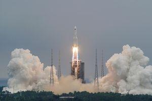 """El Pentágono está monitoreando la trayectoria de un cohete chino fuera de control: reingresará a la atmósfera y podría causar una """"lluvia de escombros"""""""