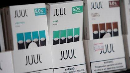 Juul, una de las empresas que fabrican los cigarrillos electrónicos, registró su tercera pérdida consecutiva, ya que su participación de mercado medida en dólares disminuyó 64% (Reuters)