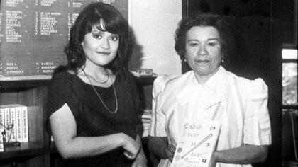 Ana Luisa Perea (derecha), la mujer que hizo historia en la LMB por compilar estadísticas (Foto: Cortesía/ LMB/ Archivo Histórico de Béisbol)