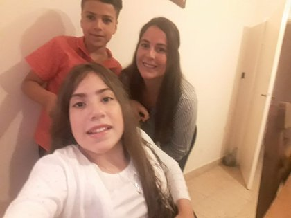 Selfie en familia: Virginia con su mamá Sol y su hermano Jeremías, de 10 años