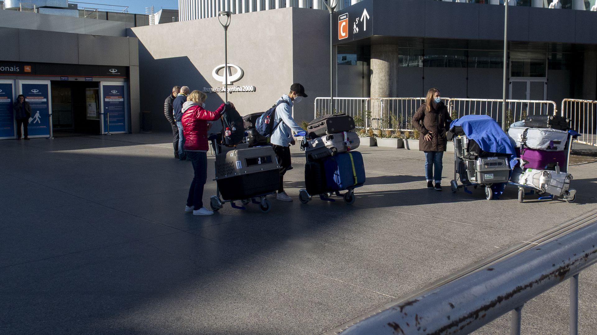 Aeropuerto Ezeiza - Aeropuertos Argentina 2000 - Protocolo -Partidas - Arribos - Stamboulian - Centro de Testeo - Llegadas - Terminal A - Terminal C - Estacionamiento - Pasajeros - Covid-19 - Check In -Hall Espera -Ingreso -