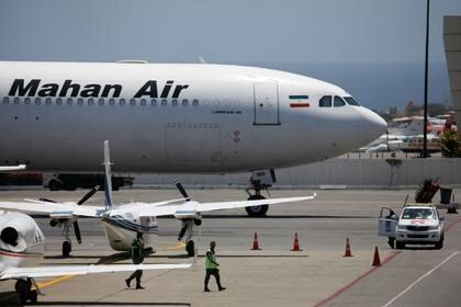 Avión Airbus A340 de Mahan Air en el Aeropuerto Internacional Simón Bolívar fuera de Caracas (Reuters)