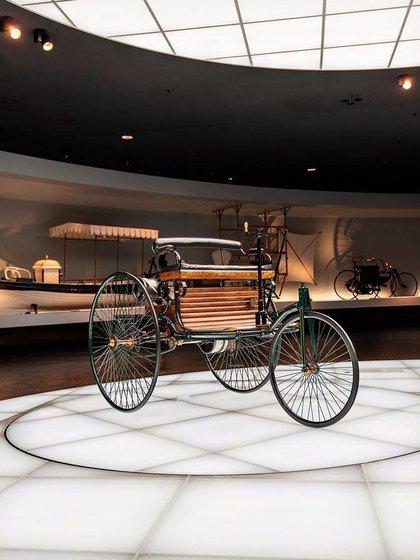 El primer auto de la historia, patentado por Karl Benz en 1886.