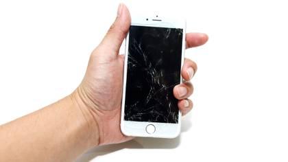 Solucionar algunos de los problemas más comunes de los usuarios de Apple como lo son las pantallas rotas, podrían ser provistos por la compañía en modalidad de servicio a domicilio en algunas ciudades de Estados Unidos (Foto: Shutterstock)