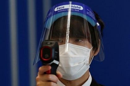 Los científicos todavía están investigando la nueva variante japonesa detectada en viajeros - REUTERS/Kim Kyung-Hoon